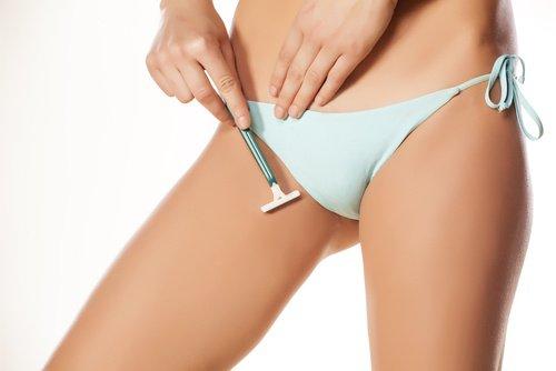 depilar la zona del bikini con cuchilla